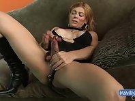 Milf tgirl stroking her dick