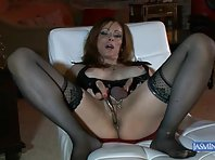 MILF tranny in pantyhose plays well solo